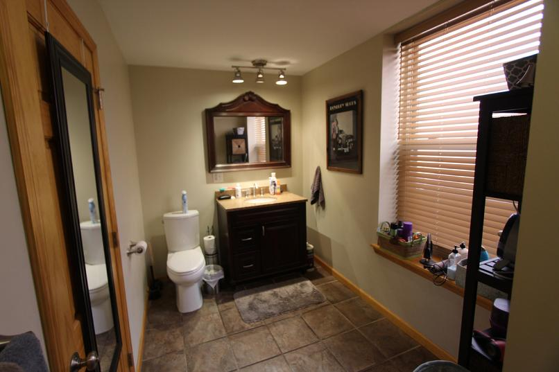 StarLoftPgh Bathroom/Bathtub