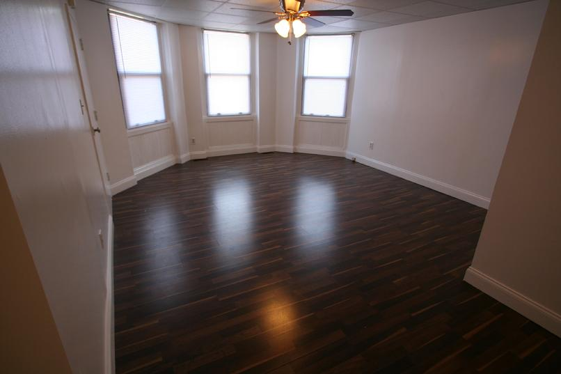 2 BEDROOM APARTMENT ONLY 5 MINUETS FROM DOWNTOWN PITTSBURGH